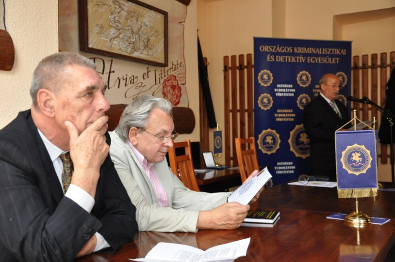 Dr. Bócz Endre a kuratórium elnöke és dr. Finszter Géza a kuratórium tagja