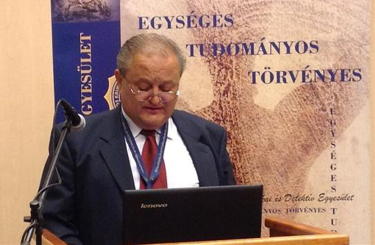 Dr. Ferenczy Zoltán beszámolója közben