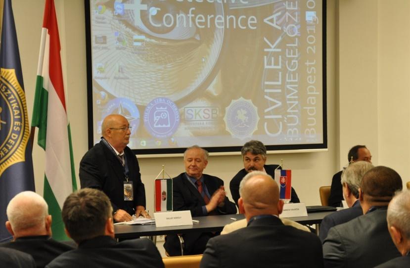 Sallay Károly megnyitja a II. Visegrádi V4 Detektív Konferenciát